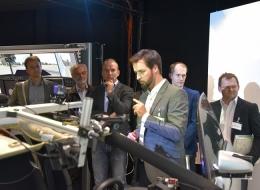 Patrick Roßner erläutert den Teilnehmern aktuelle Forschung im aw&I -Fahrsimulator