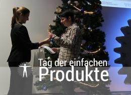 Gewinnerin Peggy Putzmann nimmt den goldenen Mensch-Maschine-Preis entgegen