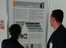 Anne Goy präsentiert das geplante Vorhaben im Rahmen der strukturierten Bedürfnisanalyse während der Poster-Session