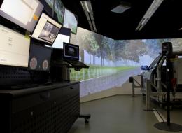 Im Fahrsimulator der Professur Aw&I finden zwei der geplanten Studien statt