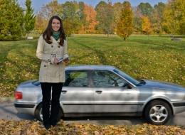 """Katharina Pöschel führt im Rahmen ihrer Promotion eine """"Naturalistic Driving Study"""" durch. Hierfür werden die Fahrzeuge von Probanden mit Sensor- und Aufnahmetechnik ausgerüstet. In Fragebögen werden zusätzlich subjektive Daten erfasst. Foto: Philip Knauth"""