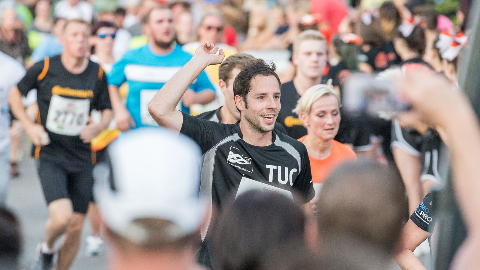 Runner with a shirt of Chemnitz University of Technology