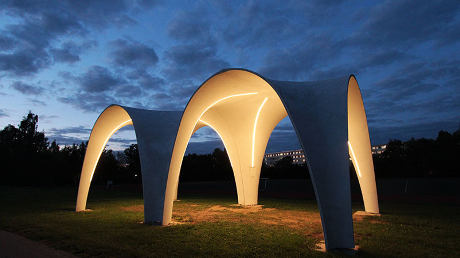 Pavilion made of carbon-reinforced concrete at the edge of the TU Chemnitz sports field