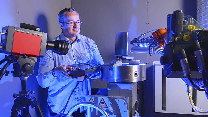 Gerd Paczkowski prepares a trial of the Lasercladding system.