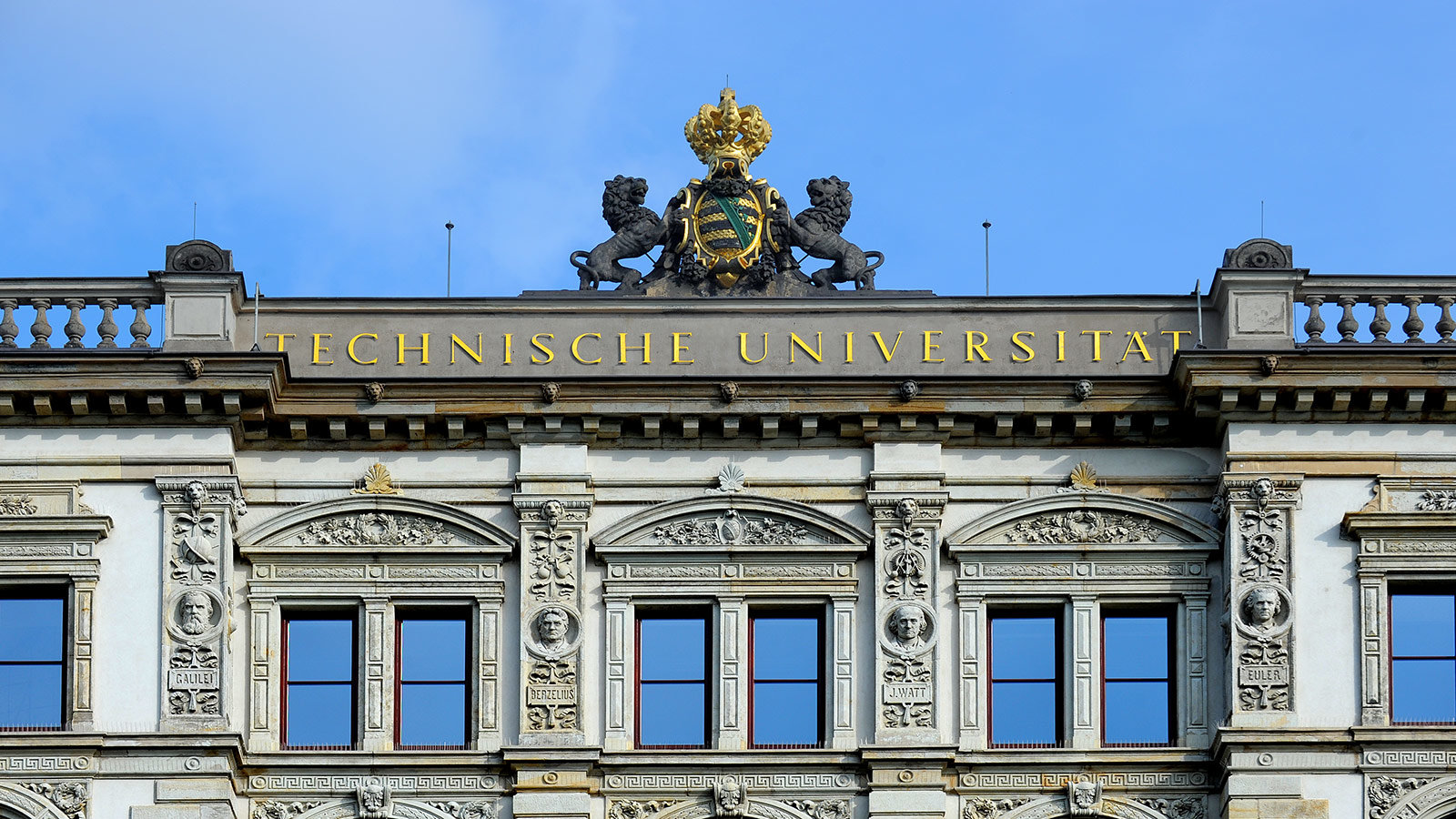 Crown on top of the mainbuilding of Chemnitz University.