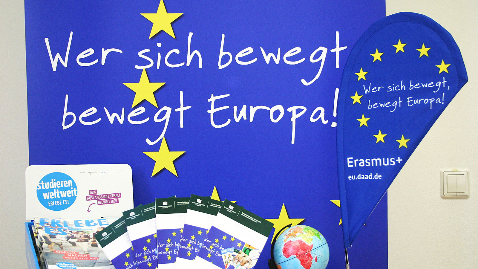 "Banner with the german words ""Wer sich bewegt, bewegt Europa""."