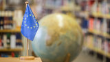 A globe with EU-flag is shown.