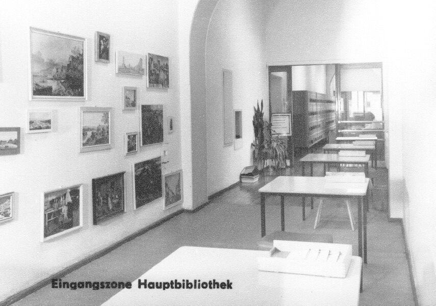 Foto: Die Eingangszone der Zentralbibliothek 1965 © Universitätsarchiv