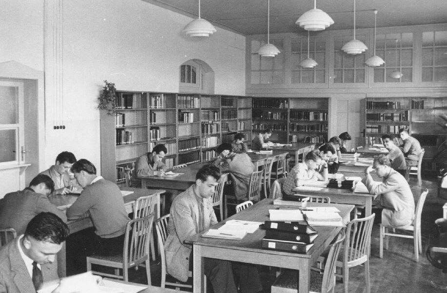 Foto: Der Lesesaal der Bibliothek 1958 © Universitätsarchiv