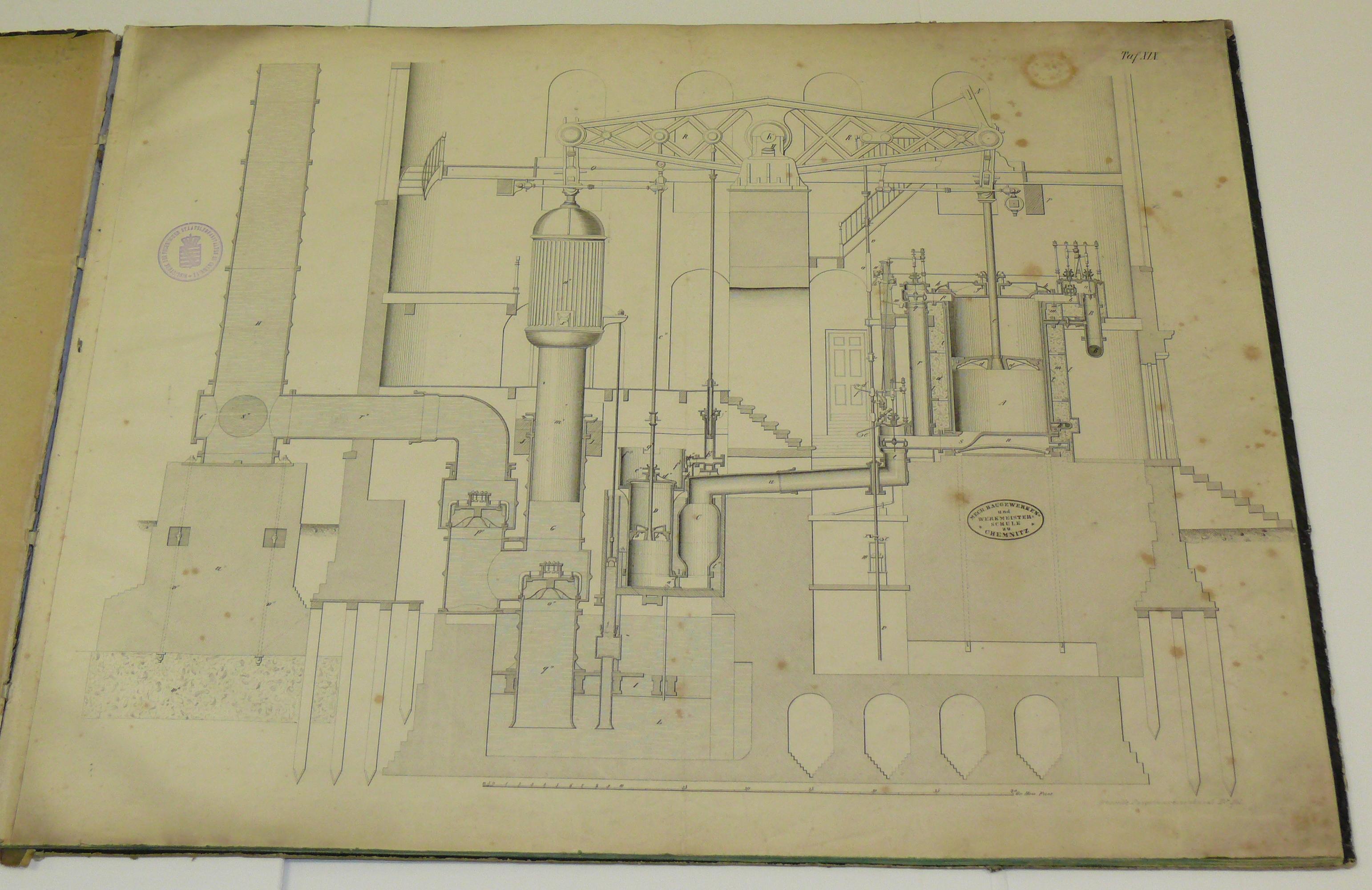aufgeklapptes Buch mit der erste Seite, die eine technische Zeichnung aufweist